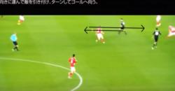 アザール:ドリブルの技術:後ろ向きに運んで敵を引き付けターンしてゴールへ向う
