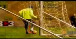ロナウジーニョ:リフティングの技術:ボールを転がして軸足の先のほうに当てて上げる